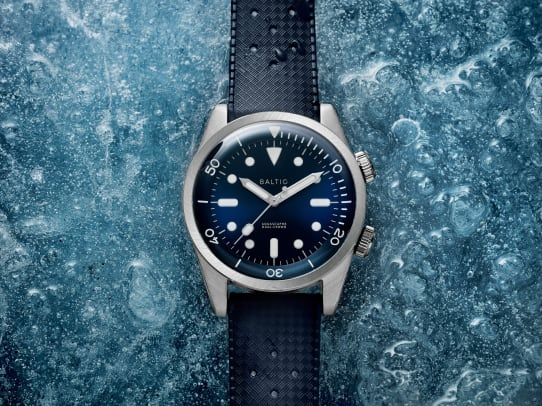 Baltic_Aquascaphe_Dual-Crown_146106_Blue_v3