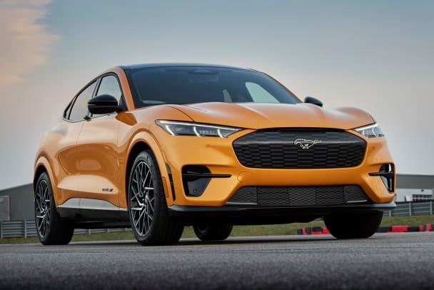 2021-Mustang-Mach-E-GT-01