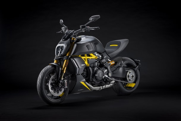 MY22_Ducati_Diavel_1260_S_01 _6__UC293435_Mid