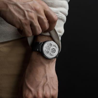 RessenceLE2-Wrist1_1600x1600