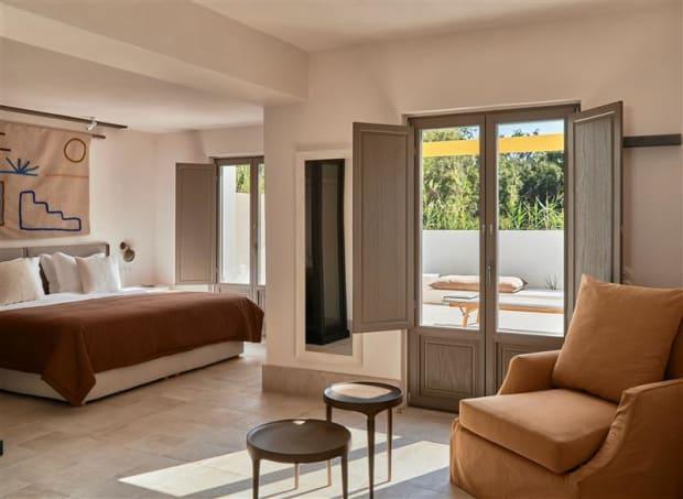 Parīlio opens its new hotel on Paros Naoussa Bay
