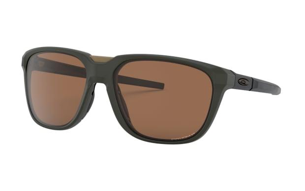 Oakleys new Anorak frame features a sleek evolution of their fog fighting Advancer technology