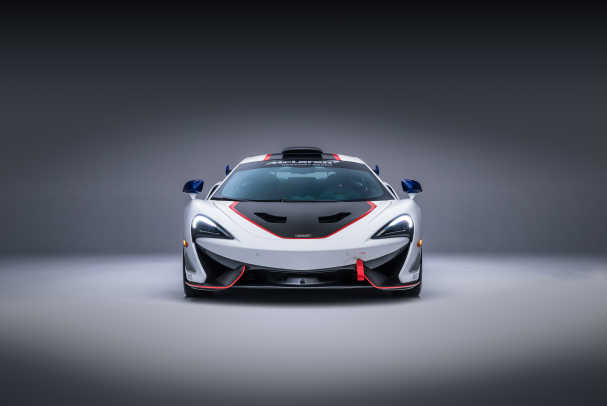 8820McLaren-MSO-X---08-Anniversary-White_Red-and-Blue-Accents---01