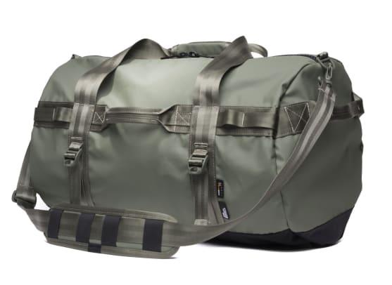 stormproof-travel-duffel-olive-quarter-2