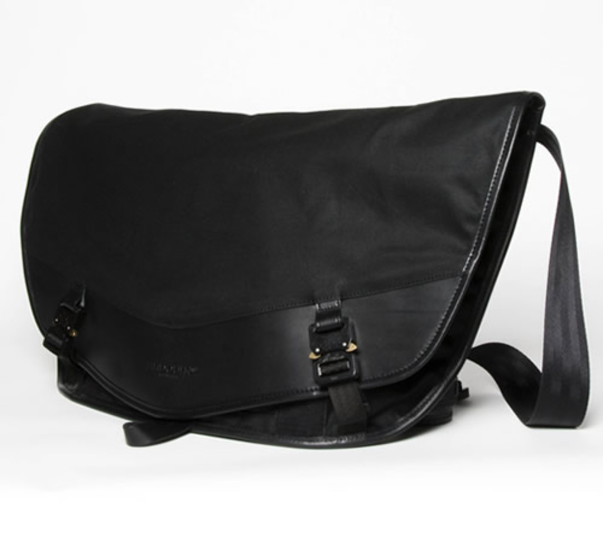 Bedouin S Barbary Messenger Bag Is For Those Of You Who Need To Carry Everything On The Daily Commute Designed Fit Body Made From 12oz