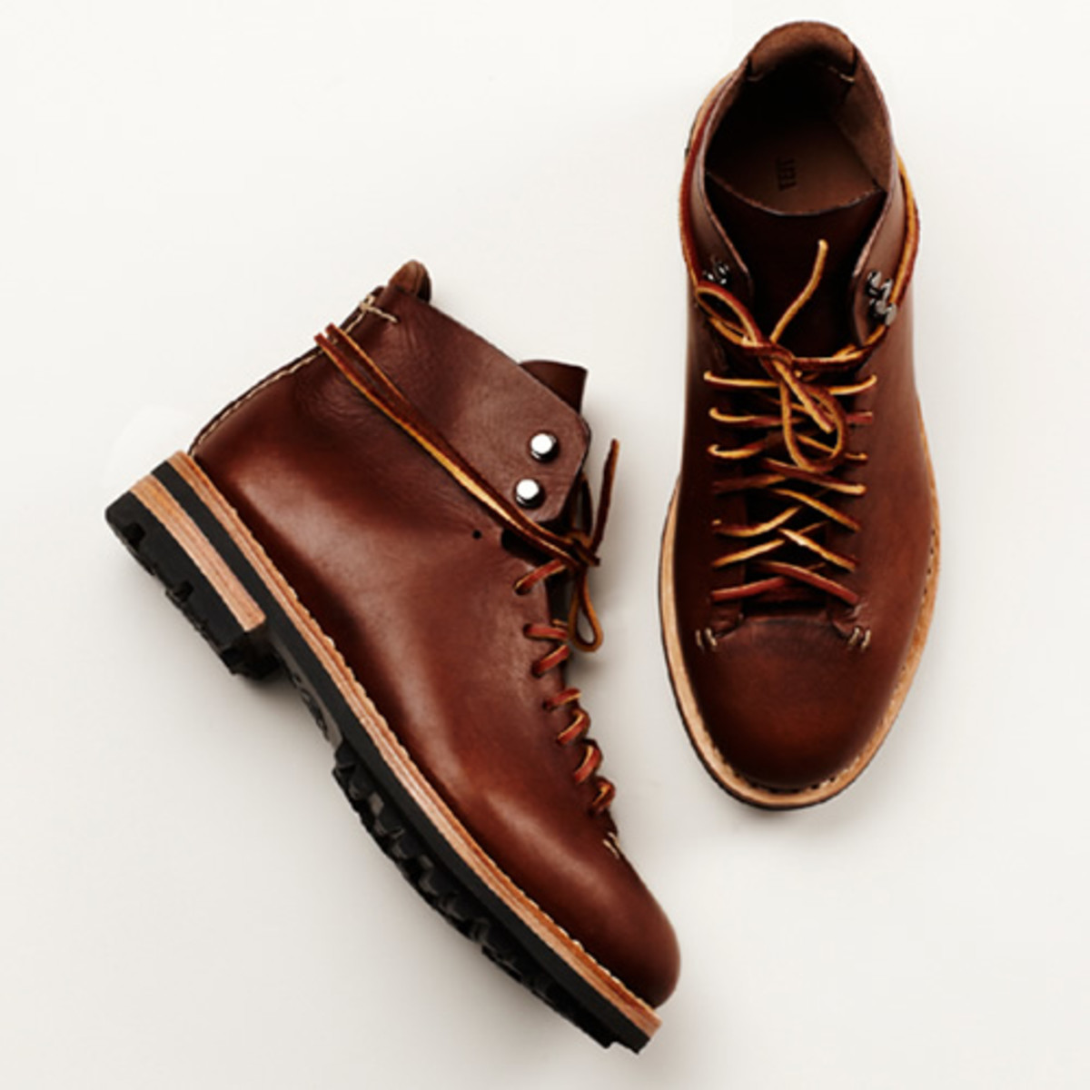 27518222308 Feit Hiker - Acquire