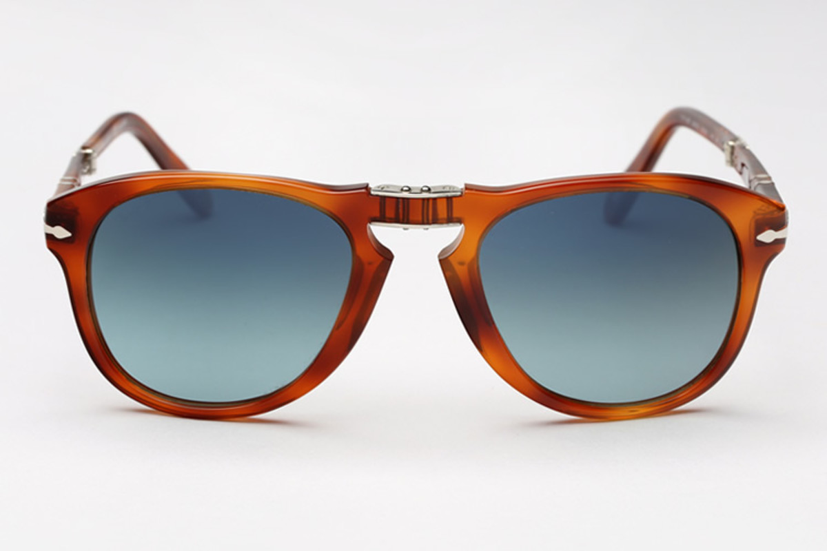 Persol is bringing back its Steve McQueen edition of the folding 714 with  new host of frame colors and lens tints right on time for the new year. 5098807690fa