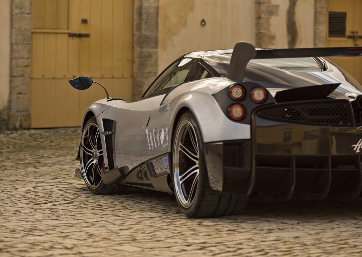 2016 Rewind | Pagani celebrates its first customer with its most technologically advanced Huayra yet