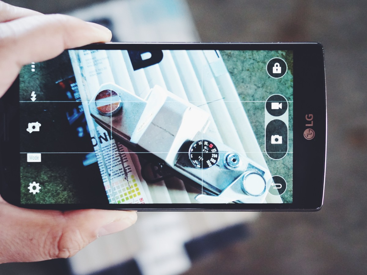 The 16 megapixel sensor and manual photo controls is a dream for the mobile shooter.