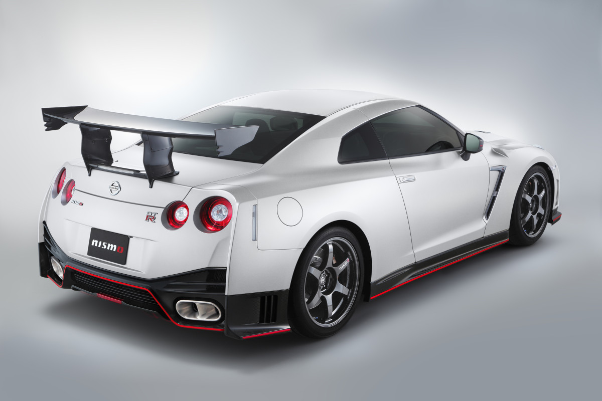 GT_R_NISMO_N_Attack_Package__Rr_white.jpg