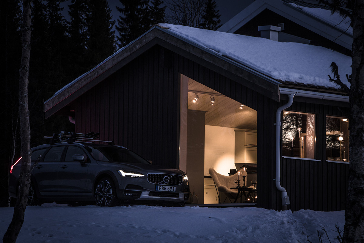 the-new-v90-cross-country-is-included-for-those-booking-the-volvo-get-away-lodge-10-HR