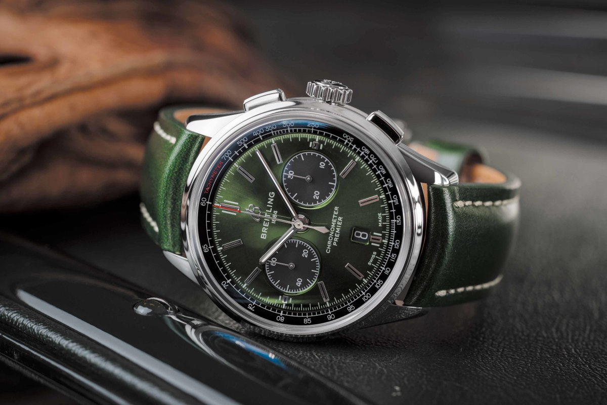 01_Premier_B01_Chronograph_42_Bentley_British_Racing_Green_with_a_British_racing_green_leather_strap