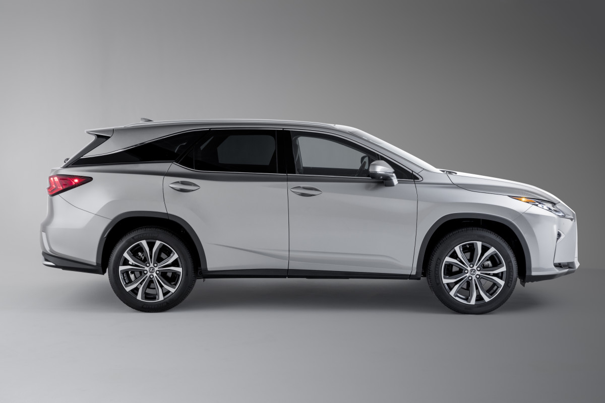 the lexus rx gains a much needed third row seat acquire. Black Bedroom Furniture Sets. Home Design Ideas