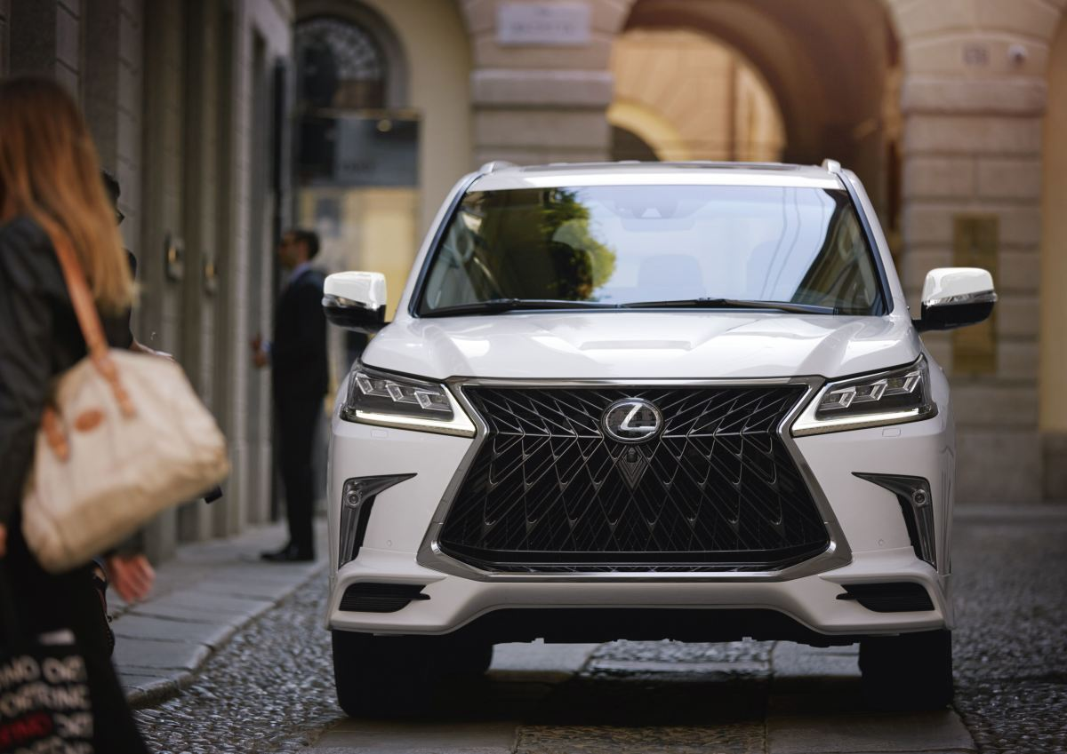 New Lexus Suv >> The 2020 Lexus LX570 introduces a bold front end with its ...
