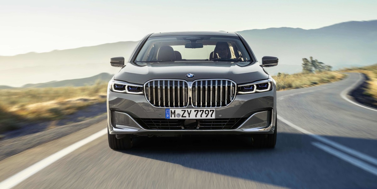 BMW's 2020 7 Series makes a dramatic entrance with its bold new front end