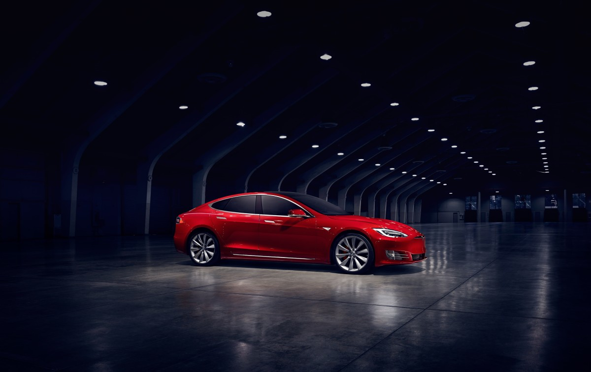 Tesla Model S 370 Miles