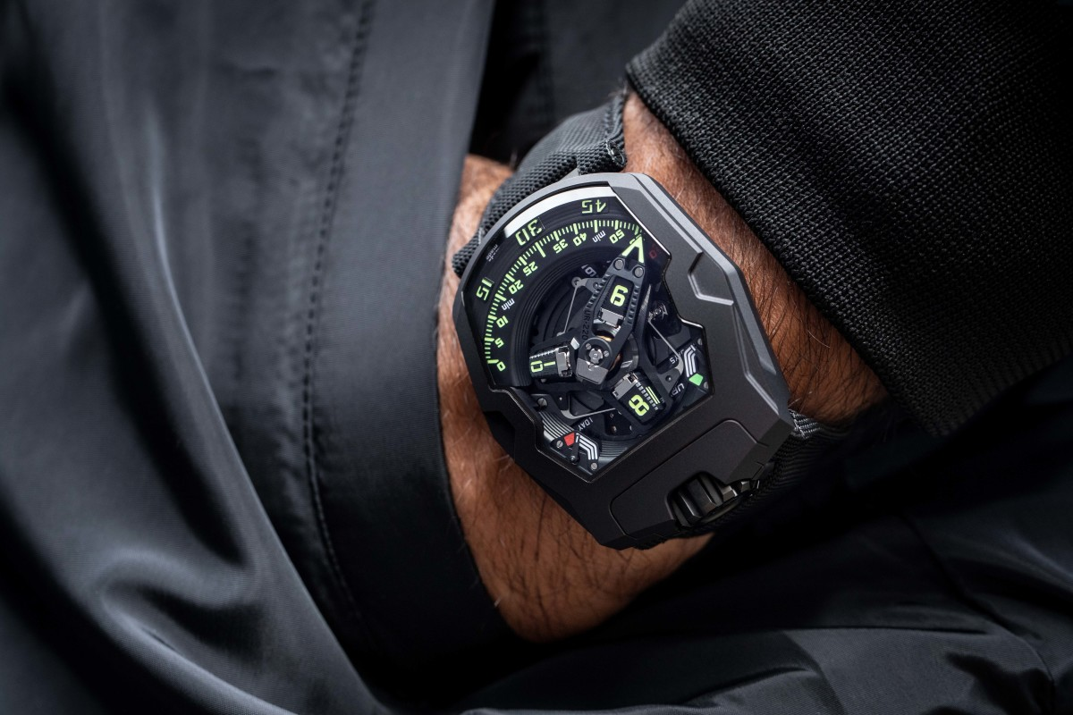 Urwerk releases the UR-220 in a new All Black version