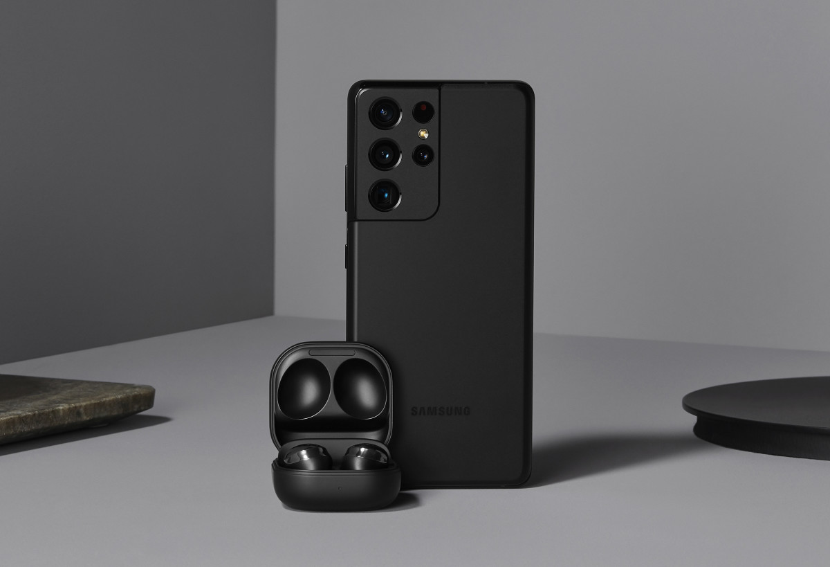 Samsung Galaxy S21 and Galaxy Buds Pro