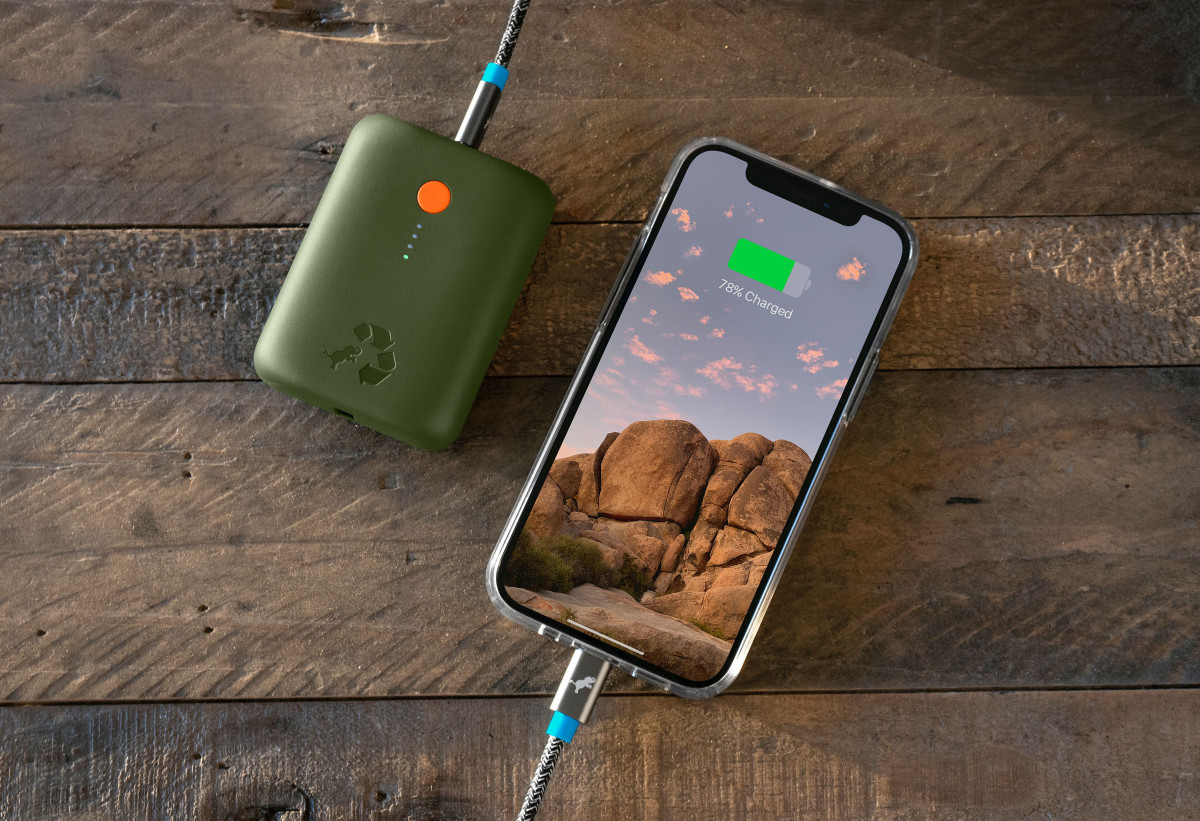 Champ-10k-Green_Charging-iPhone-TopDown-WoodTable