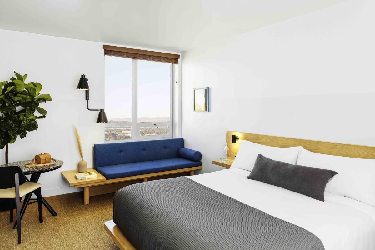 Hotel June Room