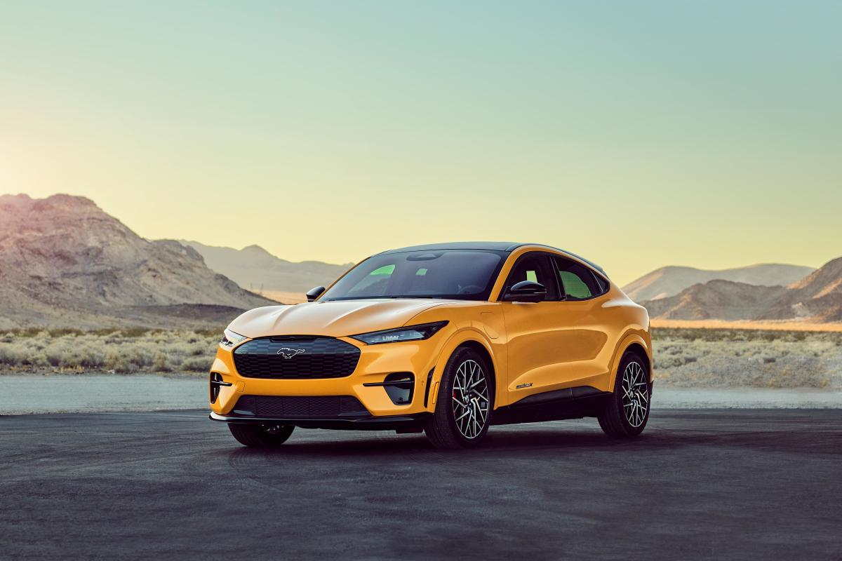 2021-Mustang-Mach-E-GT-Performance-Edition_03