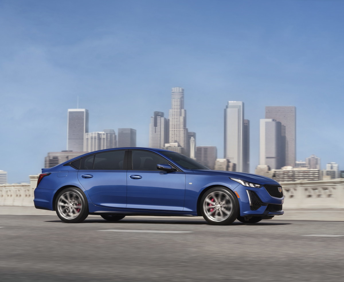 2021-Cadillac-CT5-001